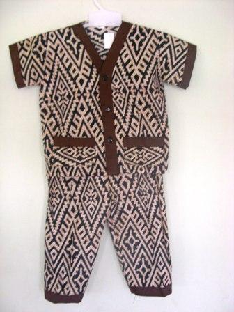 piyama-batik-bayi-etnik-ukuran-M-35-muat-untuk-usia-2-3-tahun-bahan-adem-dan-nyaman-untuk-bayi