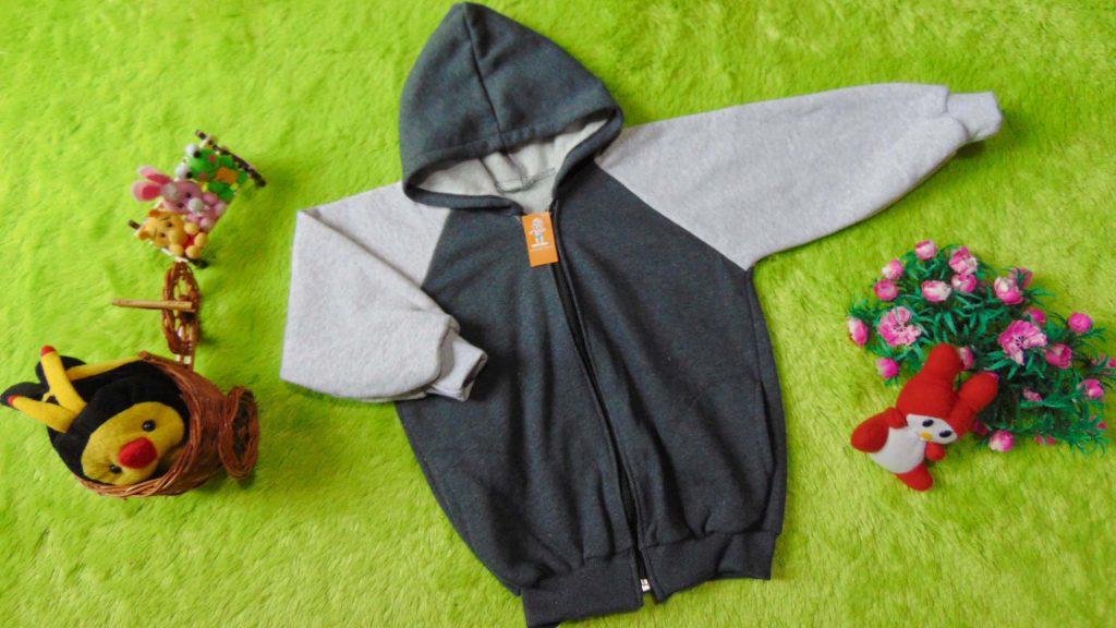 TERMURAH jaket basket hoodie jumper anak bayi 3-4th tebal lembut grey abu Rp 35.000 bahan kaos tebal dan lembut,lebar dada 38cm,panjang 44cm